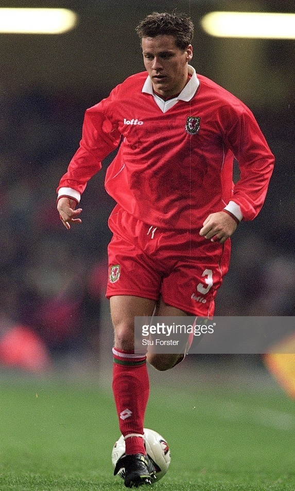 Wales-2000-lotto-home-kit-red-red-red.jpg