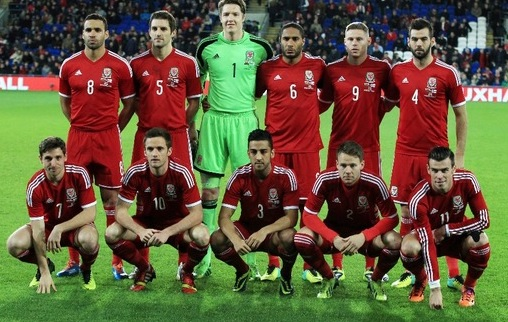 Wales-2014-adidas-home-kit-red-red-red-group-photo.jpg