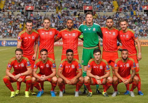 Wales-2015-adidas-home-kit-red-red-red-line-up.JPG