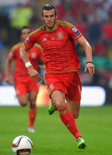 Wales-2015-adidas-home-kit-red-red-red.JPG