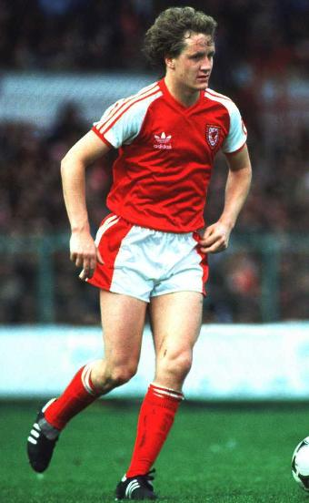 Wales-80-81-adidas-uniform-red-white-red.JPG