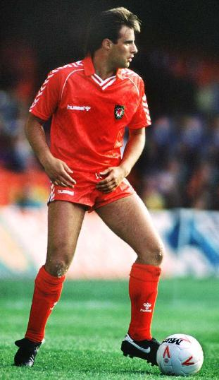 Wales-88-89-hummel-uniform-red-red-red.JPG