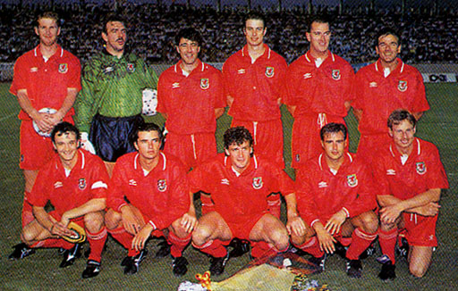 Wales-90-91-UMBRO-uniform-red-red-red-group.JPG