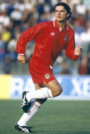 Wales-92-93-UMBRO-home-kit-red-red-white.jpg