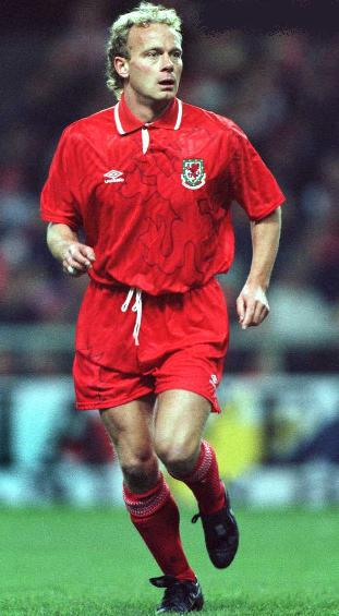 Wales-92-93-UMBRO-uniform-red-red-red.JPG
