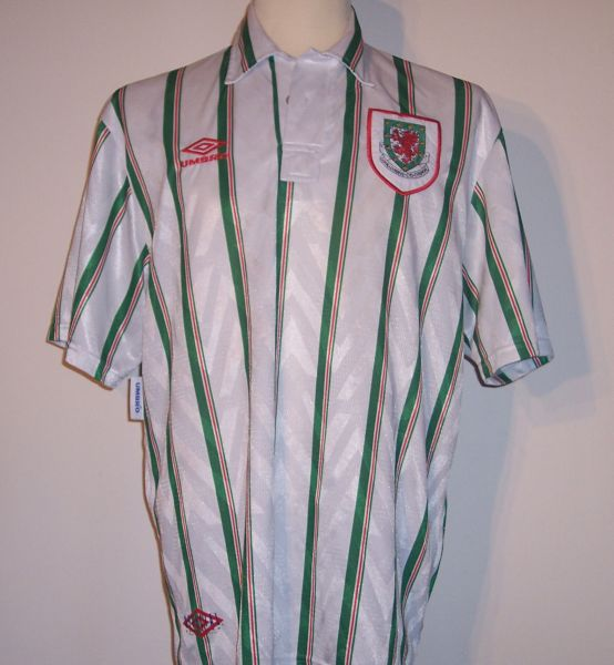 Wales-93-95-UMBRO-away-shirt-green.jpg