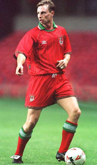 Wales-94-95-UMBRO-uniform-red-red-red.JPG