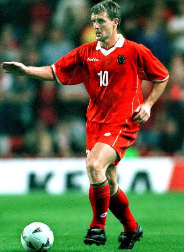 Wales-98-99-lotto-uniform-red-red-red.JPG