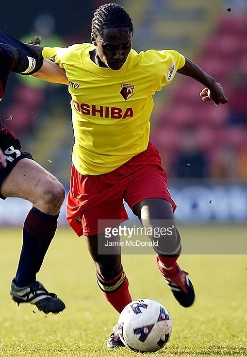 Watford-2001-02-KIT@-home-kit.jpg