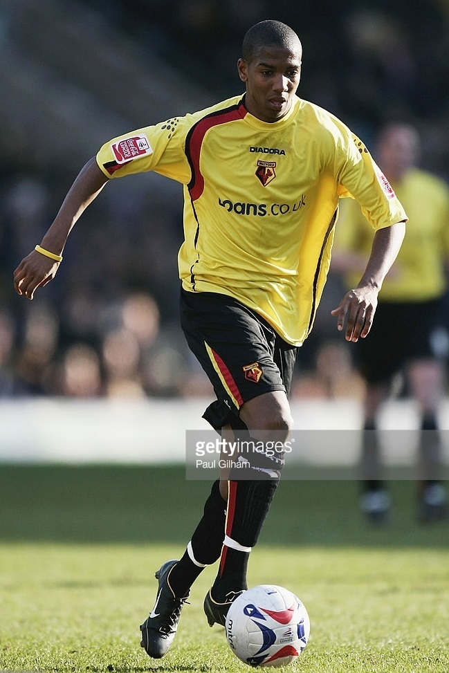 Watford-2005-06-DIADORA-home-kit-Ashley-Young.jpg