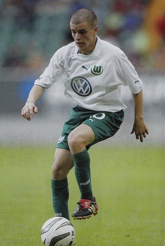 Wolfsburg-03-04-PUMA-first-kit-white-green-green-Andres-D'alessandro.jpg