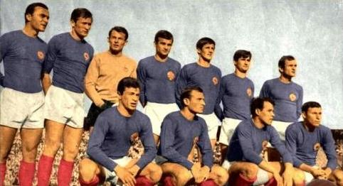 Yugoslavia-1968-kit-blue-white-red-line-up.jpg