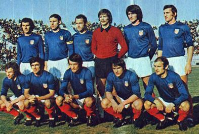 Yugoslavia-1973-home-kit-blue-white-red-line-up.jpg