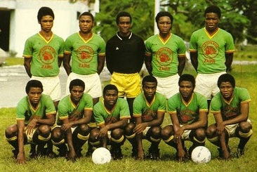 Zaire-73-74-unknown-green-white-green-line-up.jpg