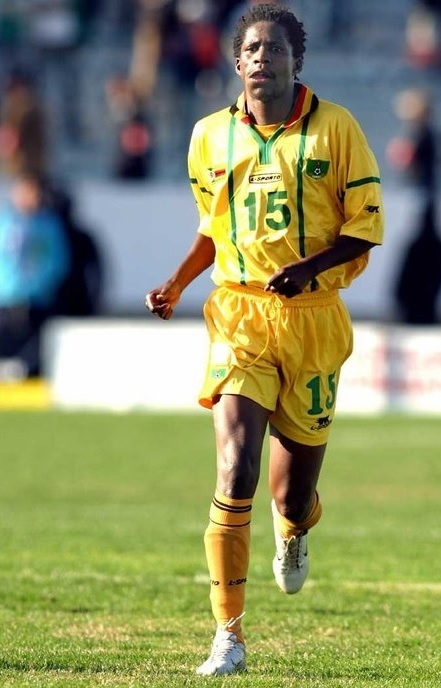 Zimbabwe-2004-L-SPORTO-home-kit-yellow-yellow-yellow.jpg