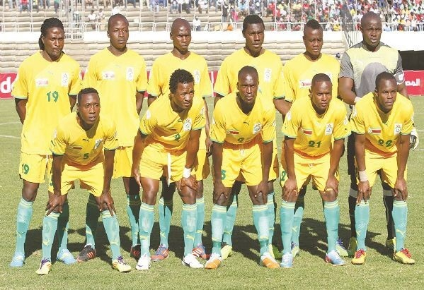 Zimbabwe-2011-13-PUMA-home-kit-yellow-yellow-green-group-photo.jpg