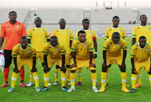 Zimbabwe-2014-UMBRO-home-kit-yellow-yellow-yellow-line-up.jpg