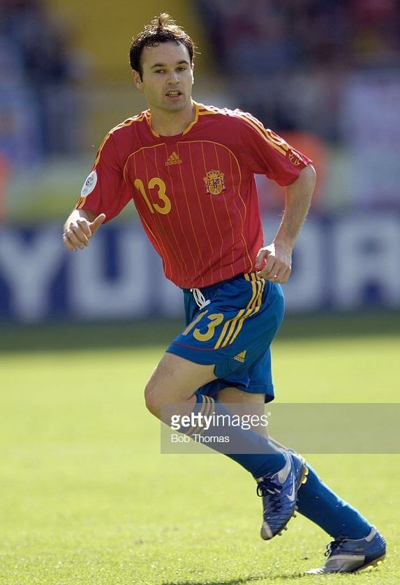 andres-iniesta-2006-adidas-world-cup-home-kit.jpg.jpg