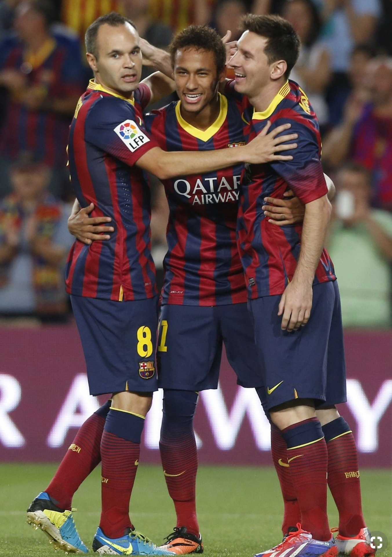 andres-iniesta-2013-14-barcelona-nike-home-kit-with-messi-and-neymar.jpg