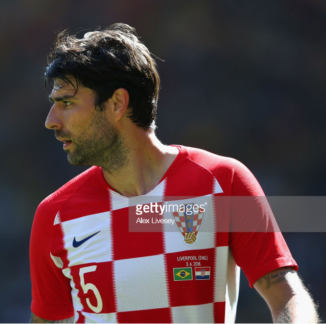 croatia-2018-nike-home-kit-check-white-white-chest-up.png