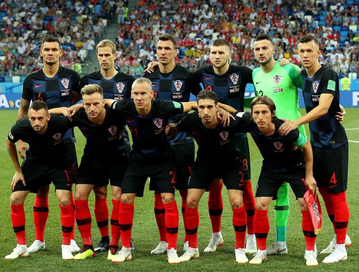 croatia-2018-nike-world-cup-away-kit-black-black-red-line-up.jpg