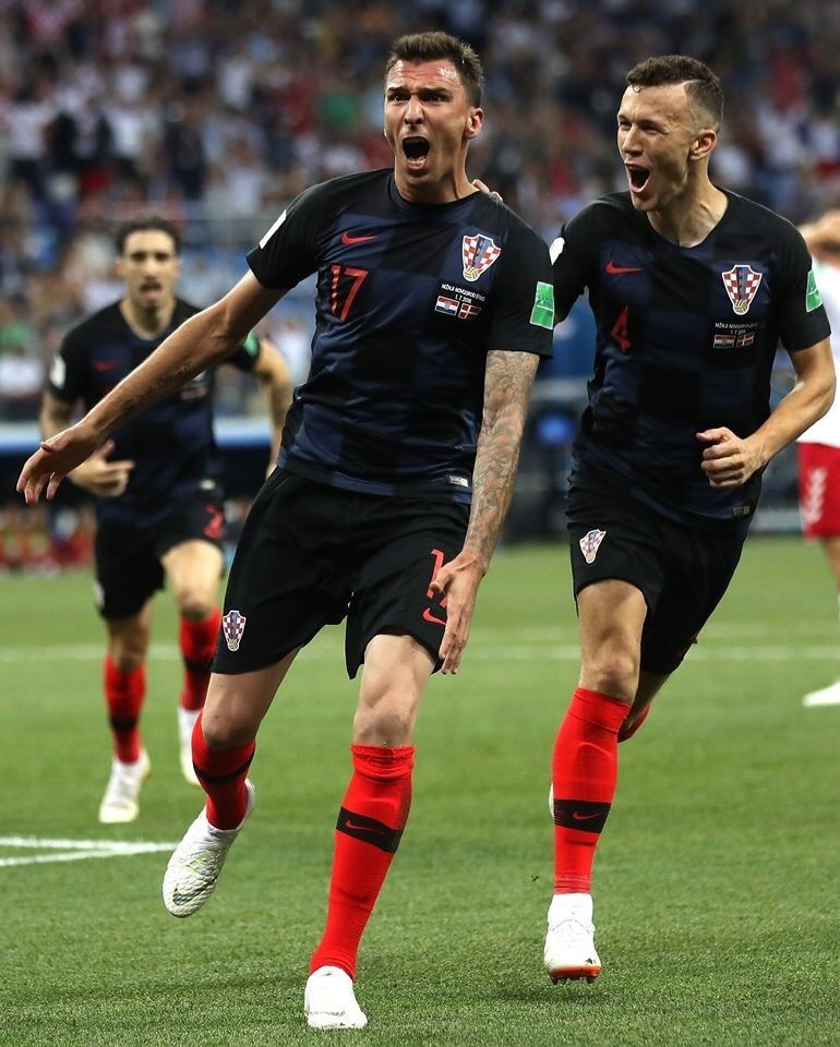 croatia-2018-nike-world-cup-away-kit-black-black-red-mario-mandzukic.jpg