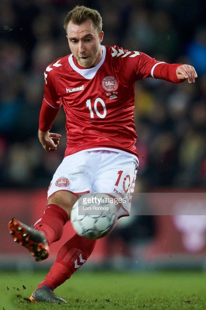 denmark-2018-hummel-home-kit.jpg