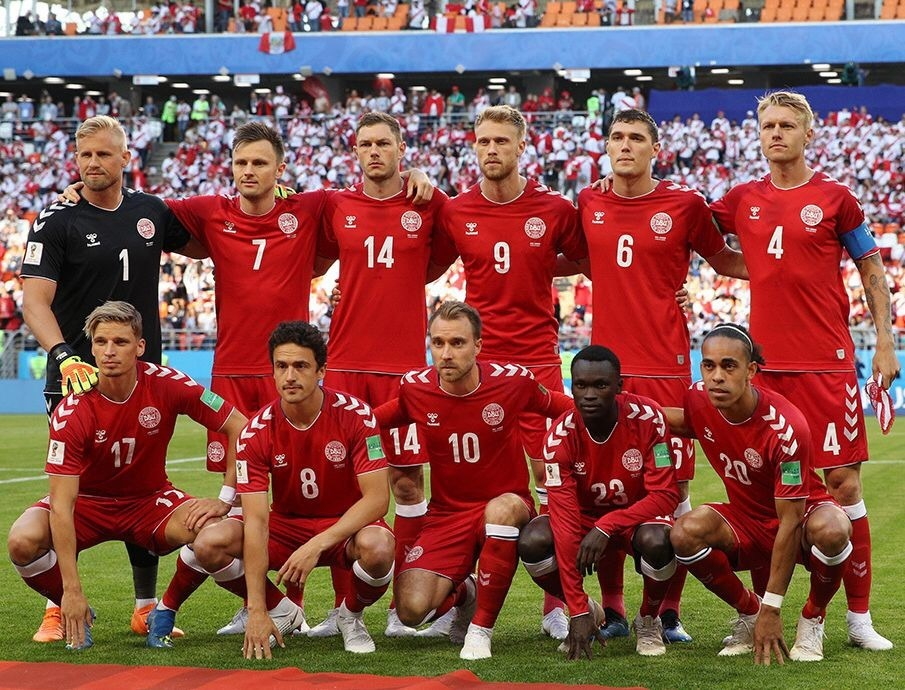 denmark-2018-hummel-world-cup-home-kit-red-red-red-lline-up.jpg
