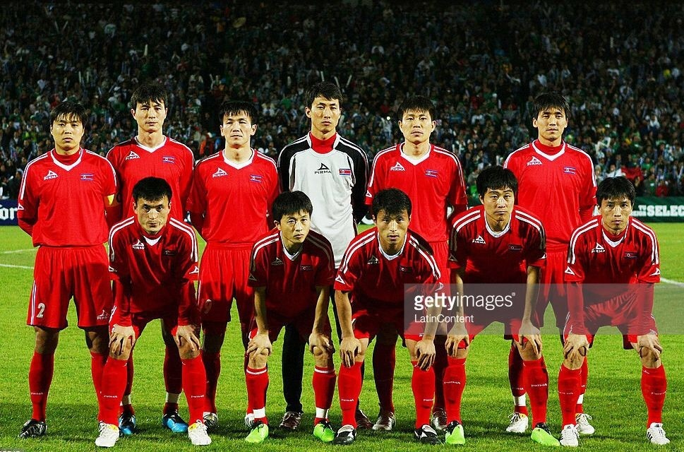 dpr-korea-2010-pirma-home-kit-red-red-red-line-up.jpg