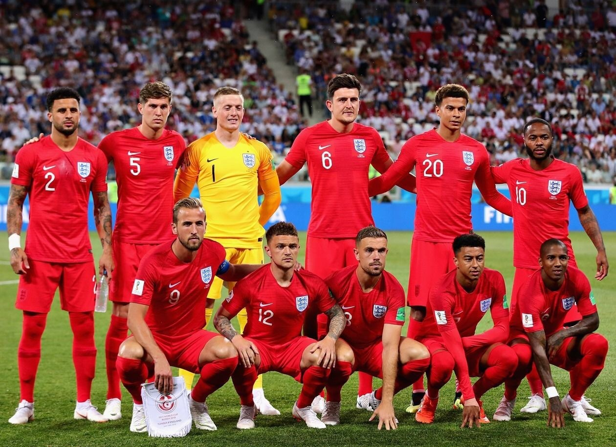england-2018-nike-world-cup-away-kit-red-red-red-line-up.jpg