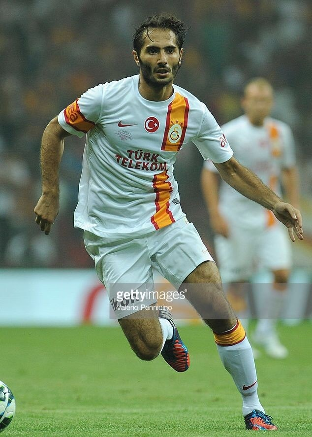 galatasaray-2012-13-nike-adidas-away-kit-hamit-altintop.jpg