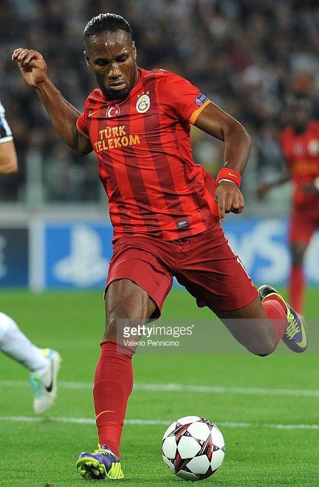galatasaray-2013-14-nike-thirs-kit-didier-dorogba.jpg