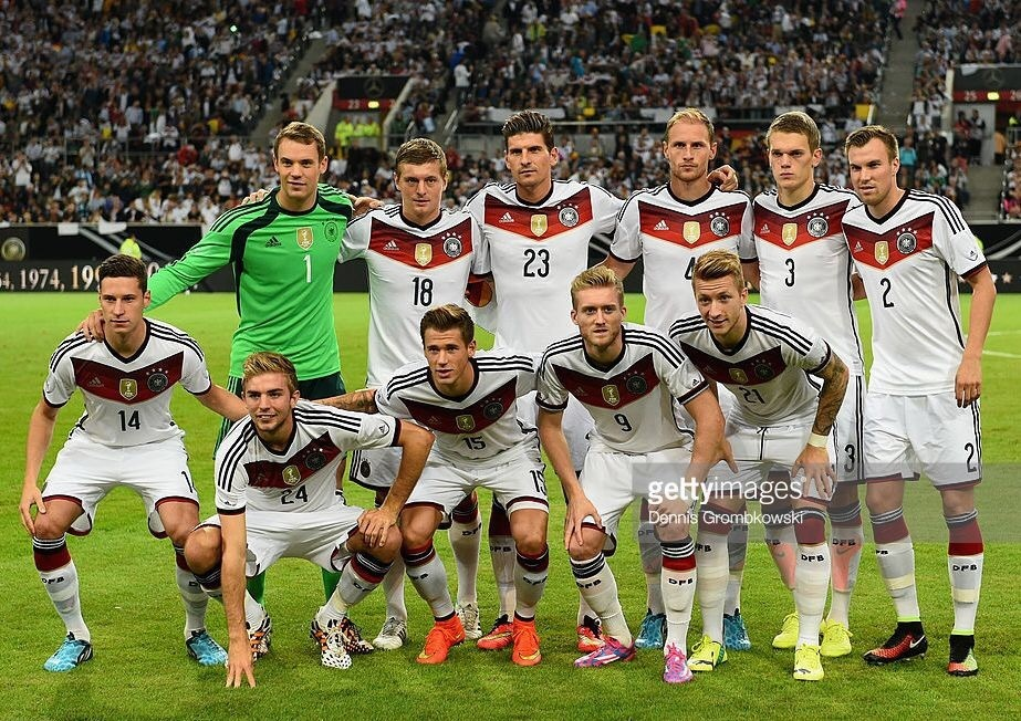 germany-2014-15-adidas-home-world-cup-champion-badge-kit-white-white-white-line-up.jpg