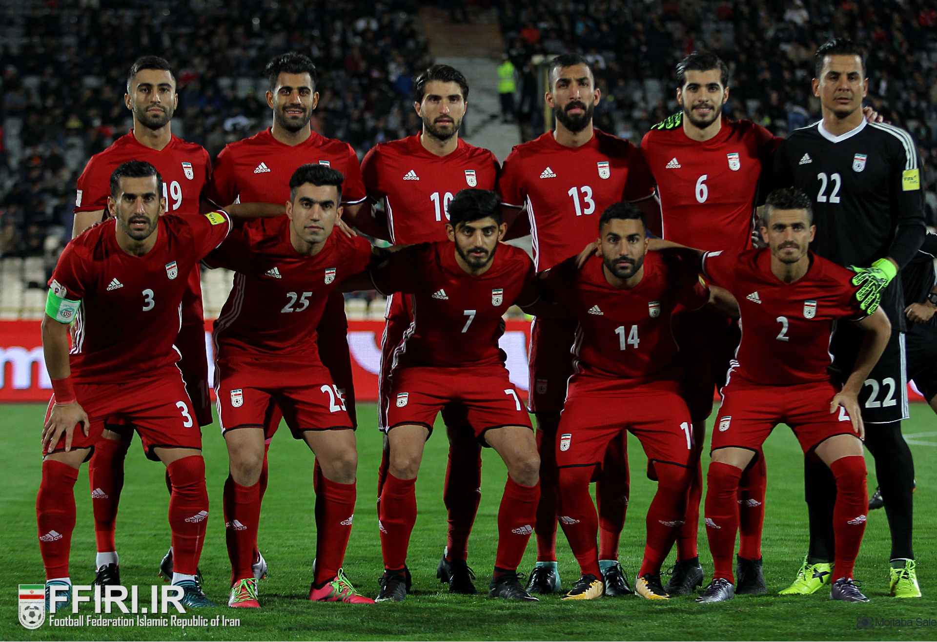 iran-2017-adidas-away-kit-red-red-red-line-up.png