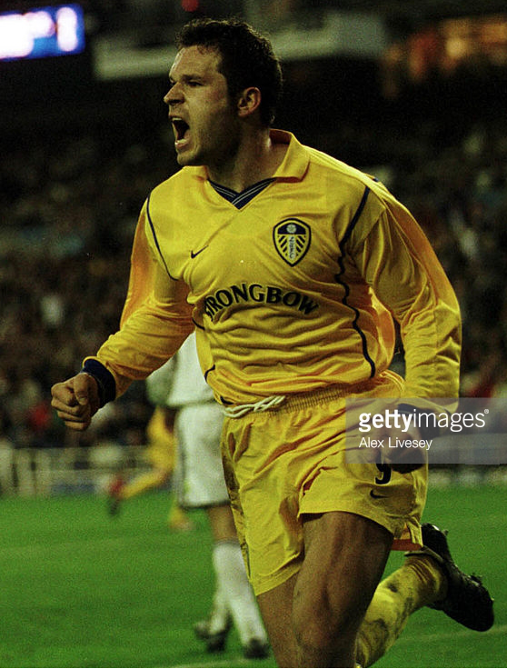 leeds-united-2000-01-nike-away-kit.png