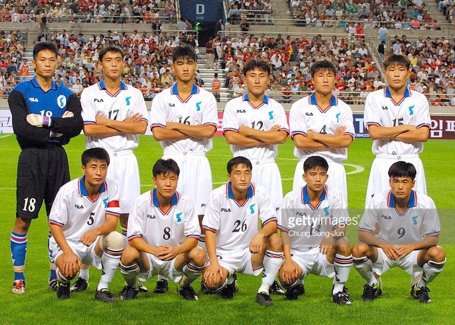 north-korea-2002-fila-kit-white-white-white-line-up.jpg