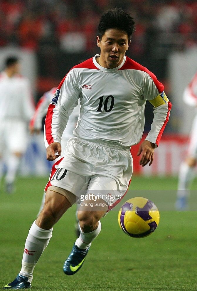north-korea-2009-erke-away-kit-white-white-white.jpg