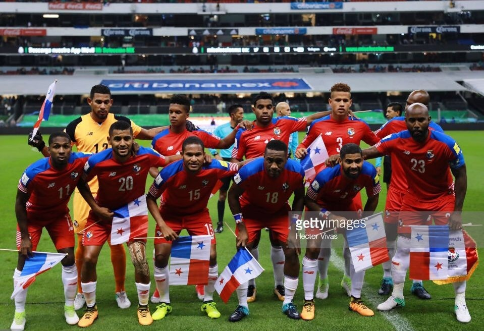 panama-2016-17-new-balance-home-kit-red-red-white-line-up.jpg