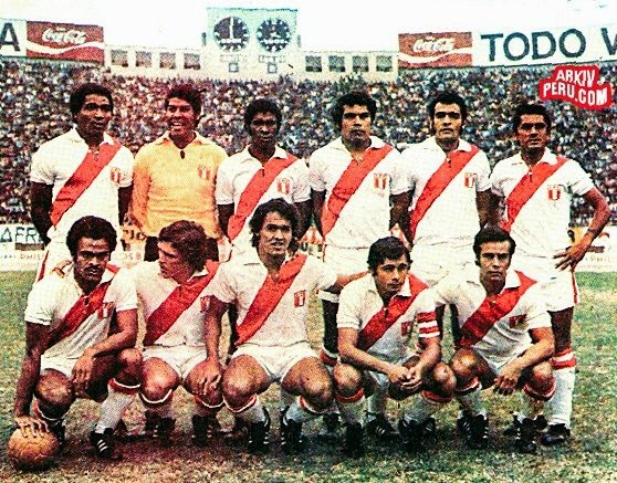 peru-1973-home-kit-white-white-white-line-up.jpg