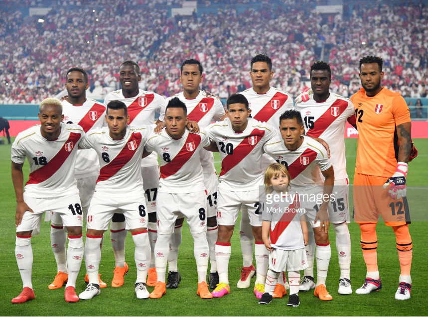peru-2018-umbro-home-kit-white-white-white-line-up.png