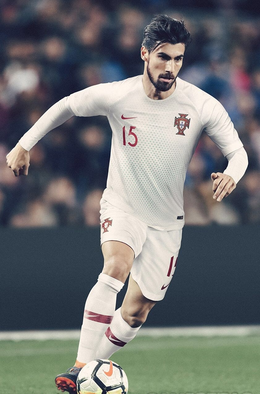 portugal-2018-nike-away-promotion.jpg