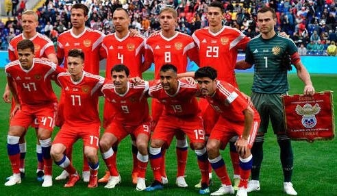 russia-2018-adidas-home-kit-red-red-red-line-up.jpg