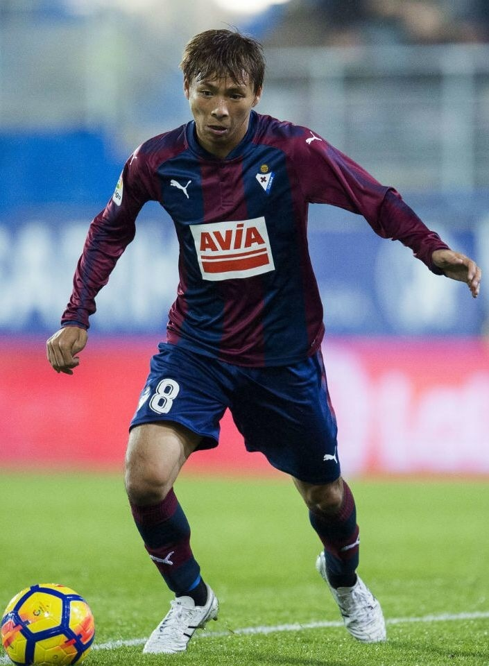 sd-eibar-2017-18-puma-home-kit-乾貴士.jpg
