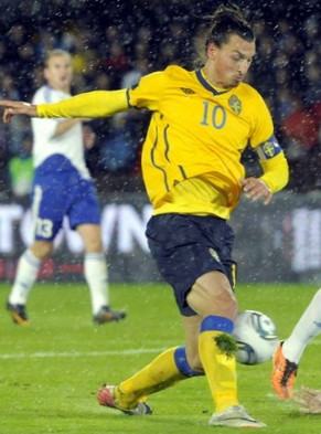 sweden-10-11-home-kit-yellow-navy-yellow.jpg