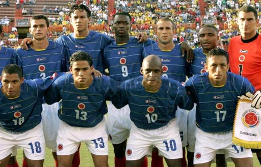 Colombia-04-06-lotto-away-kit-blue-white-red-pose.JPG