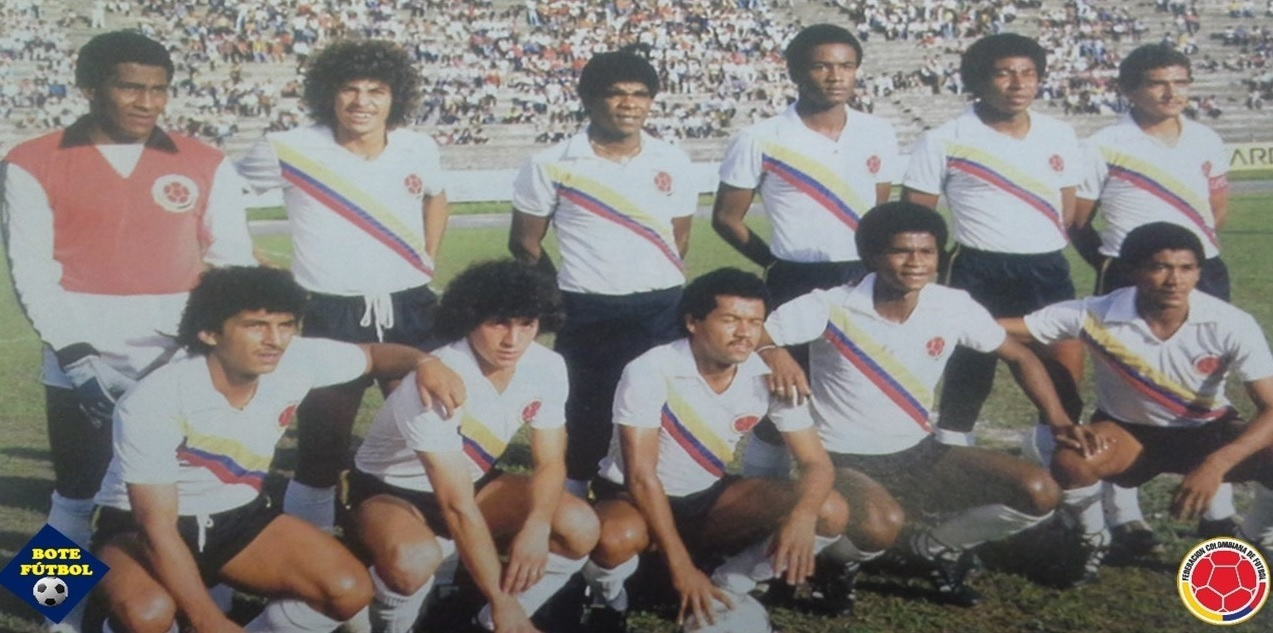Colombia-1984-unknown-away-kit-white-black-white-line-up.jpg