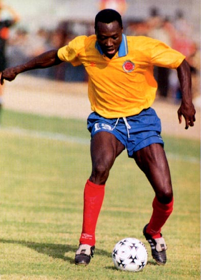 Colombia-93-UMBRO-home-kit-yellow-blue-red.JPG