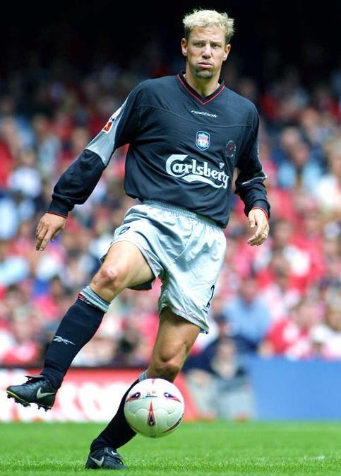 Liverpool-FC-02-03-Reebok-second-kit-Stephane-Henchoz.jpg