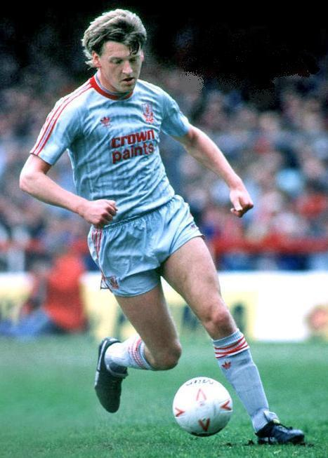 Liverpool-FC-87-88-adidas-second-kit-Nigel-Spackman.jpg