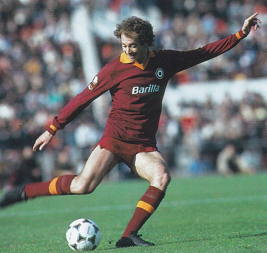 Roma-81-82-Playground-first-kit-red-red-red-Paulo-Roberto-Falcao.jpg